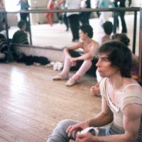 Desertó y se convirtió en un bailarín de fama mundial. Departía con grandes personalidades de la farándula de los años 70. Foto:vía Getty Images