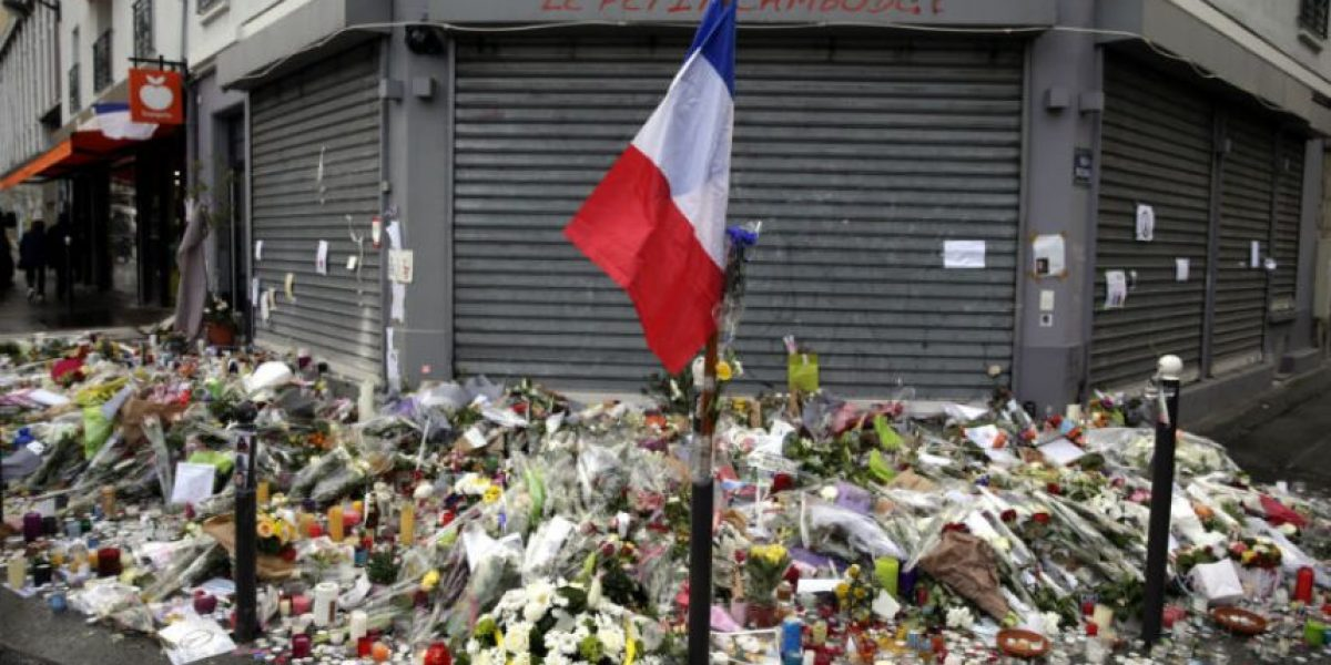 Video: Mujer logra escapar de terrorista en París al trabarse su arma