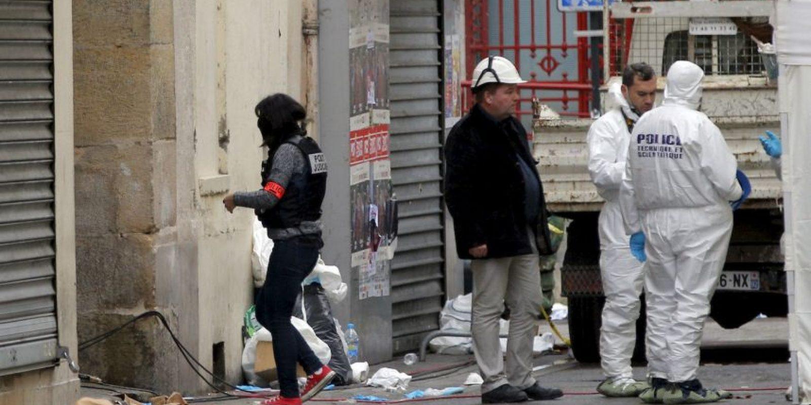 La Policía de París y los supuestos terroristas intercambiaron disparos por más de una hora. Foto:AP