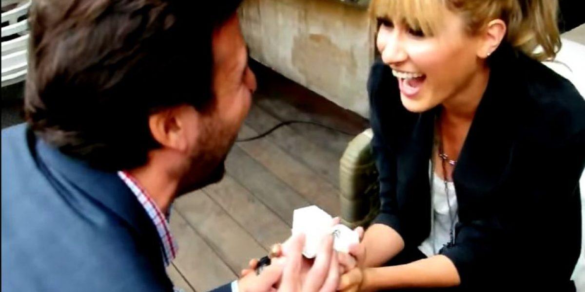 VIDEO. Mira cómo le proponen matrimonio a la cantante Hanna en plena entrevista