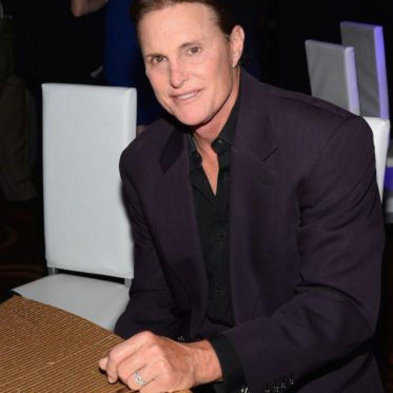 Para dejar de lucir como un hombre, Caitlyn Jenner pagó más de 50 mil dólares. Foto:Getty Images