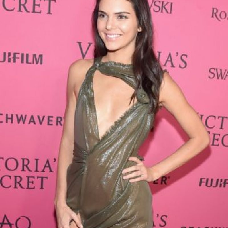 Además de constantes faciales. Para obtener la apariencia de Kendall hay que invertir 6 mil 800 dólares. Foto:Getty Images