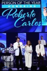 La gran fiesta inició con un homenaje a Roberto Carlos. Foto:Getty Images