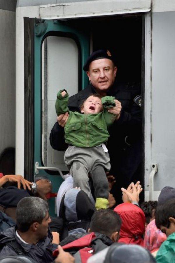 10. La ACNUR ha aumentado el dinero de ayuda a refugiados a 8 millones 700 mil dólares para los inconvenientes que se esperan que tengan los refugiados con la llegada del invierno. Foto:Getty Images