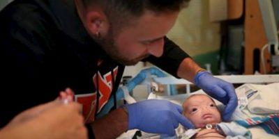 El niño decidirá si quiere operarse. Foto:vía AP