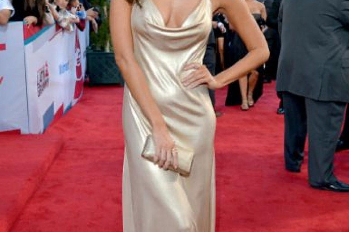 El gran problema con este vestido que usa Génesis Rodríguez es que por el afán del simplismo no se ajusta bien. Es sobrio y habría sido perfecto si hubiera tenido mejor caída. Foto:vía Getty Images
