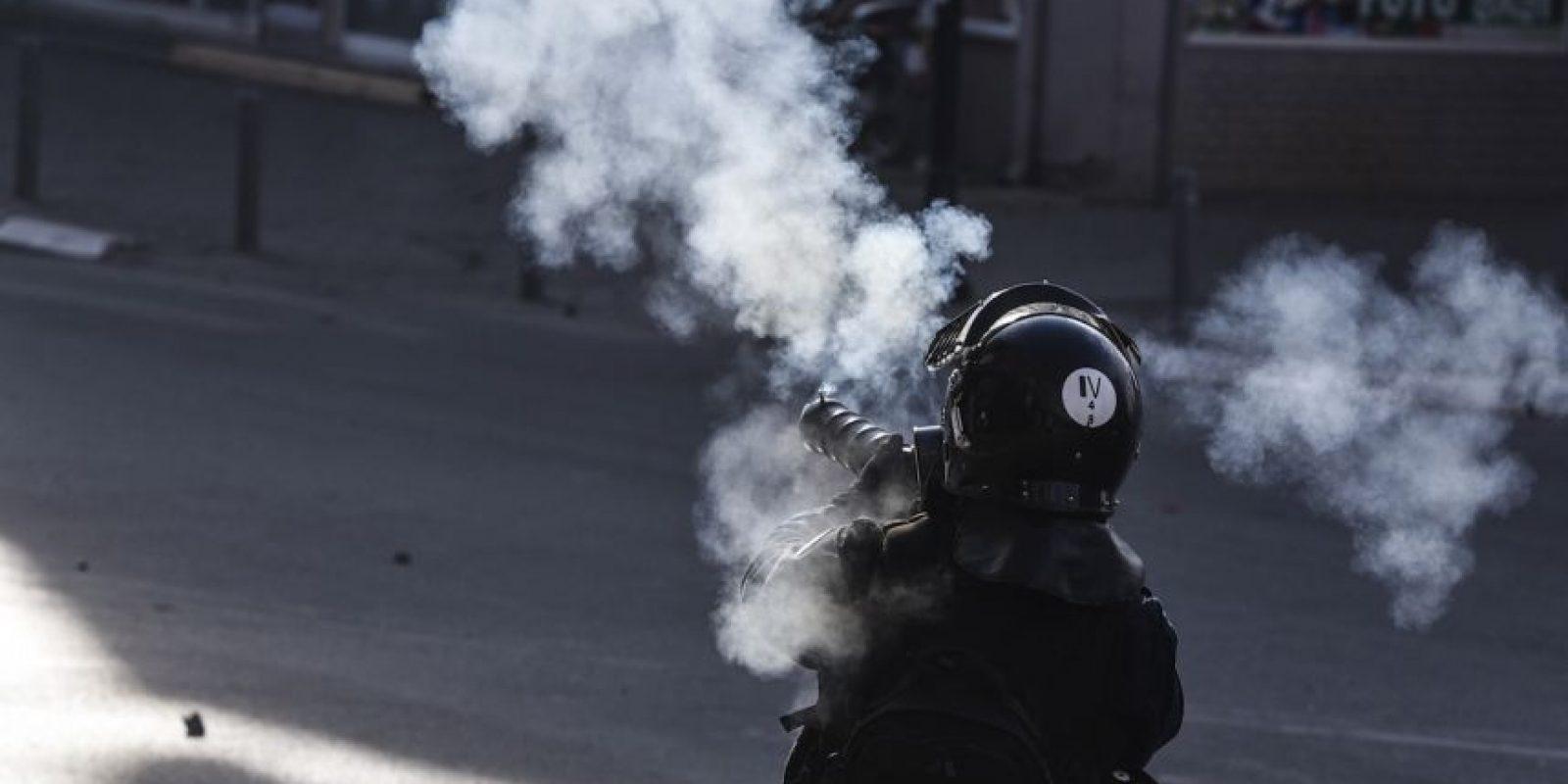 Los partidarios de la oposición se enfrentaron a los policías antidisturbios. Foto:AFP