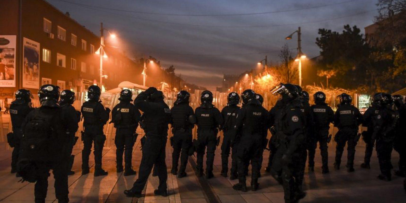 Diputados de la oposición han paralizado las sesiones parlamentarias de semana, en un intento de frustrar el diálogo auspiciado por la Unión Europea y los acuerdos con Serbia, el país del que Kosovo se separó y declaró su independencia en 2008. Foto:AFP