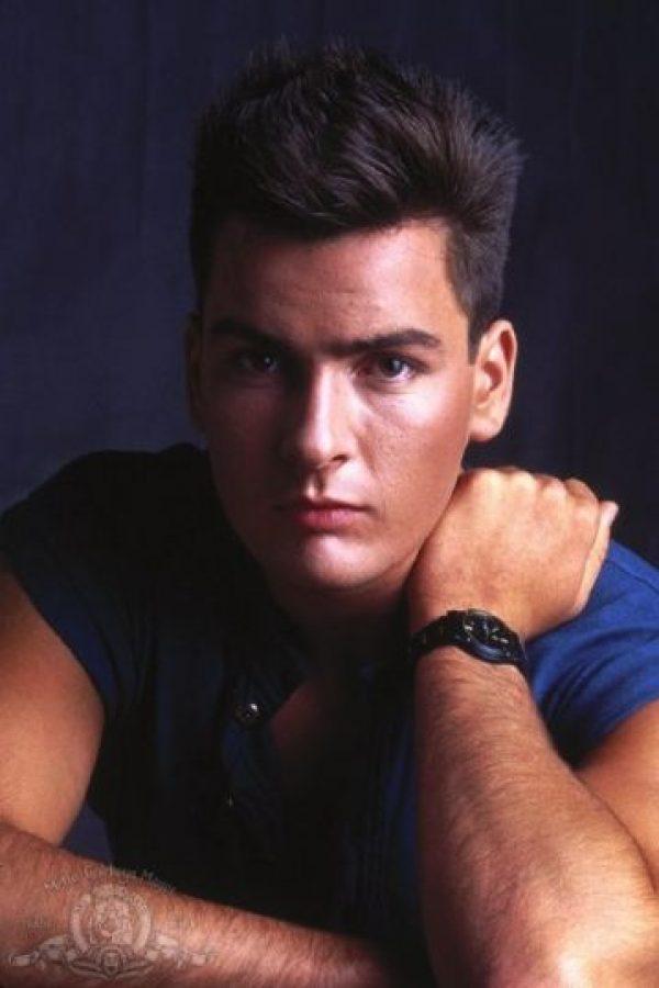 La mayoría lo reconoce como Charlie Sheen, pero su nombre real es Carlos Irwin Estévez. Foto:IMDB