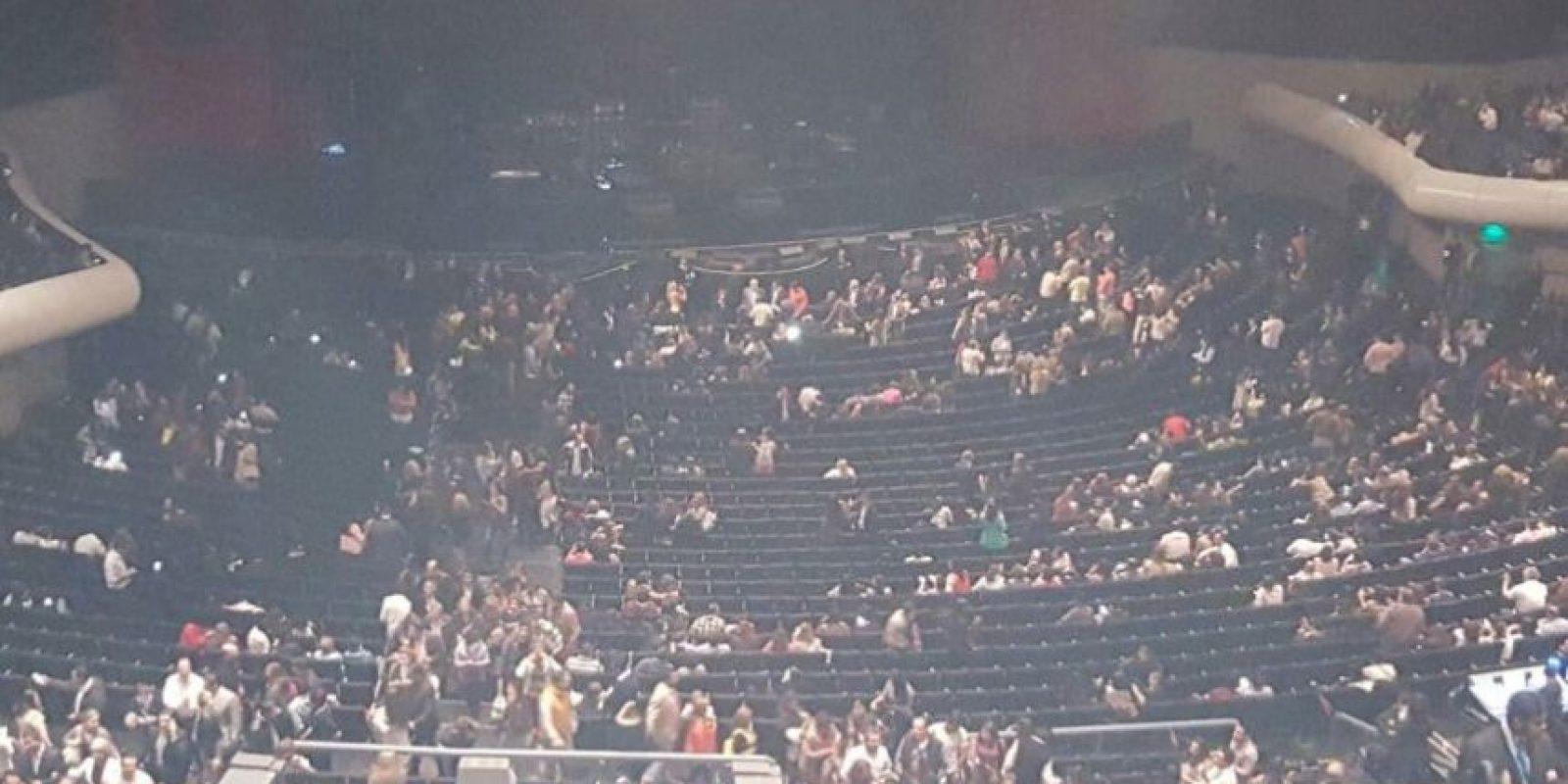 La gente comienza a abandonar el Auditorio Nacional Foto:Publimetro