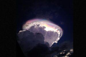 Fue una ilusión óptica derivada de la entrada de luz en la nube Foto:Instagram @raralinlin