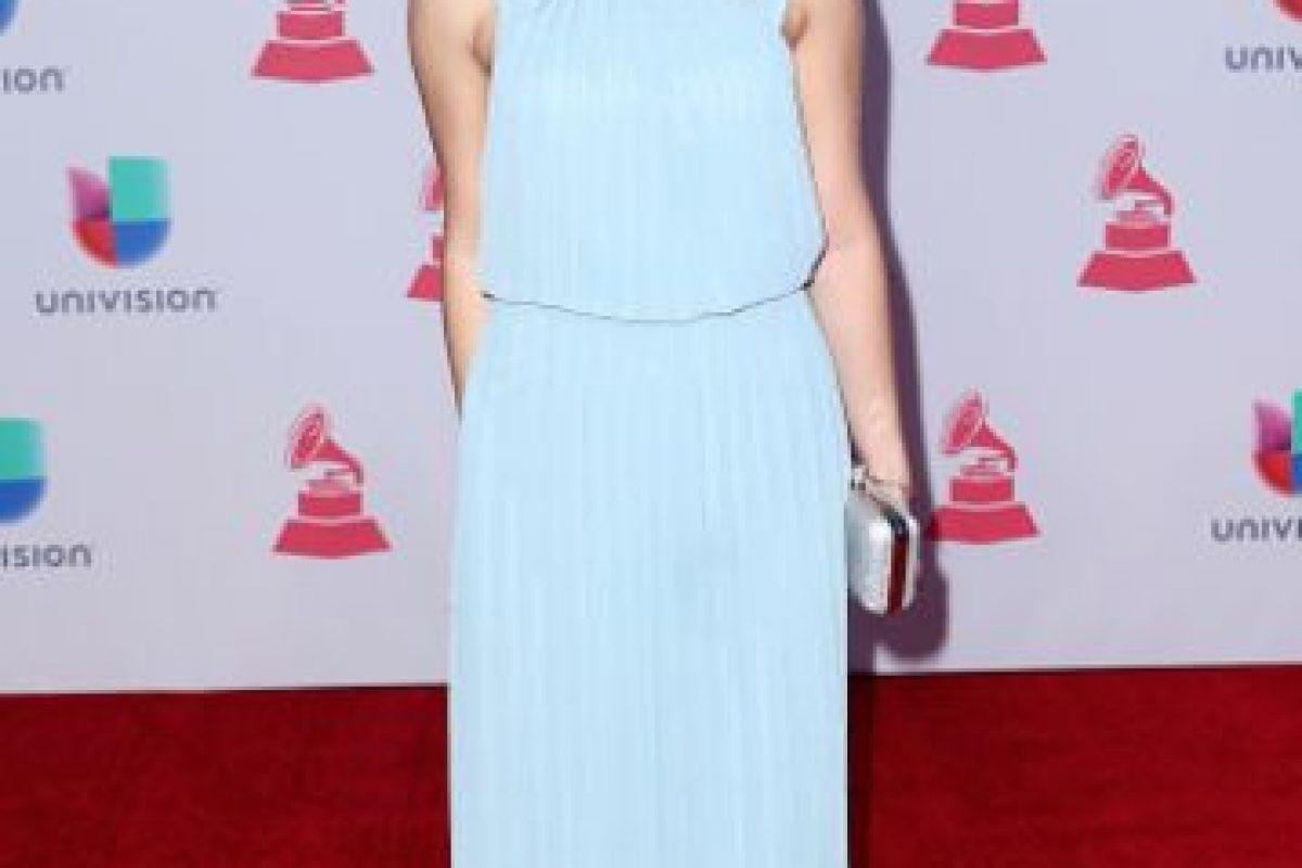 El problema con el vestido de Sofía Reyes es su estilismo, segundo la caída y tercero, el cómo se le ve en conjunto, sobre todo en la parte de arriba. Otro estilismo que arruina un buen potencial vestido. Foto:vía Getty Images