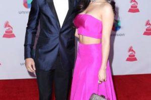 """Prince Royce vino con Emeraude Tobia, quien parece salida de una película de """"Bollywood"""" de 2004. Solo le falta comenzar a cantar y a bailar. Foto:vía Getty Images"""