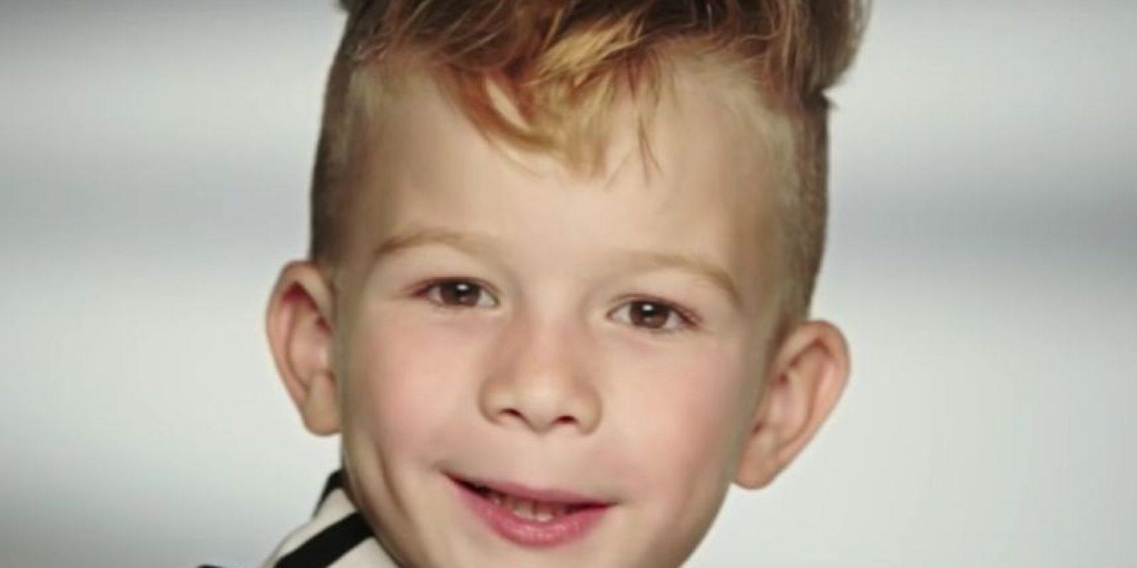 1. El niño que causó polémica por jugar con una Barbie en comercial de Moschino Foto:Vía Youtube