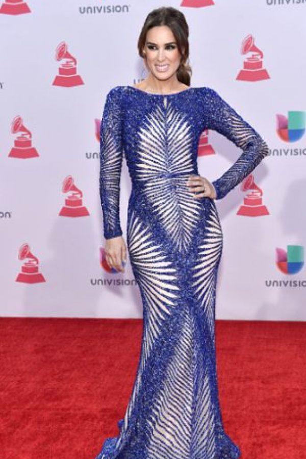 La actriz y personalidad mexicana Jacqueline Bracamontes siempre se ha caracterizado por su buen gusto. A excepción de este vestido. Foto:vía Getty Images