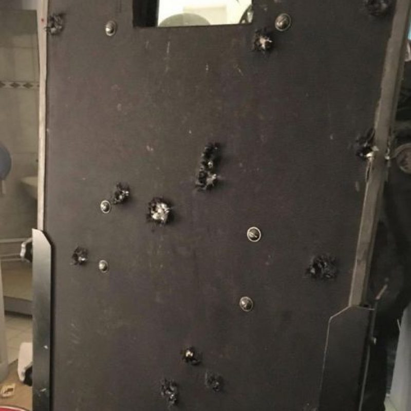 Los terroristas contaban con armas de fuego AK 47 y chalecos explosivos. Foto:Vía instagram