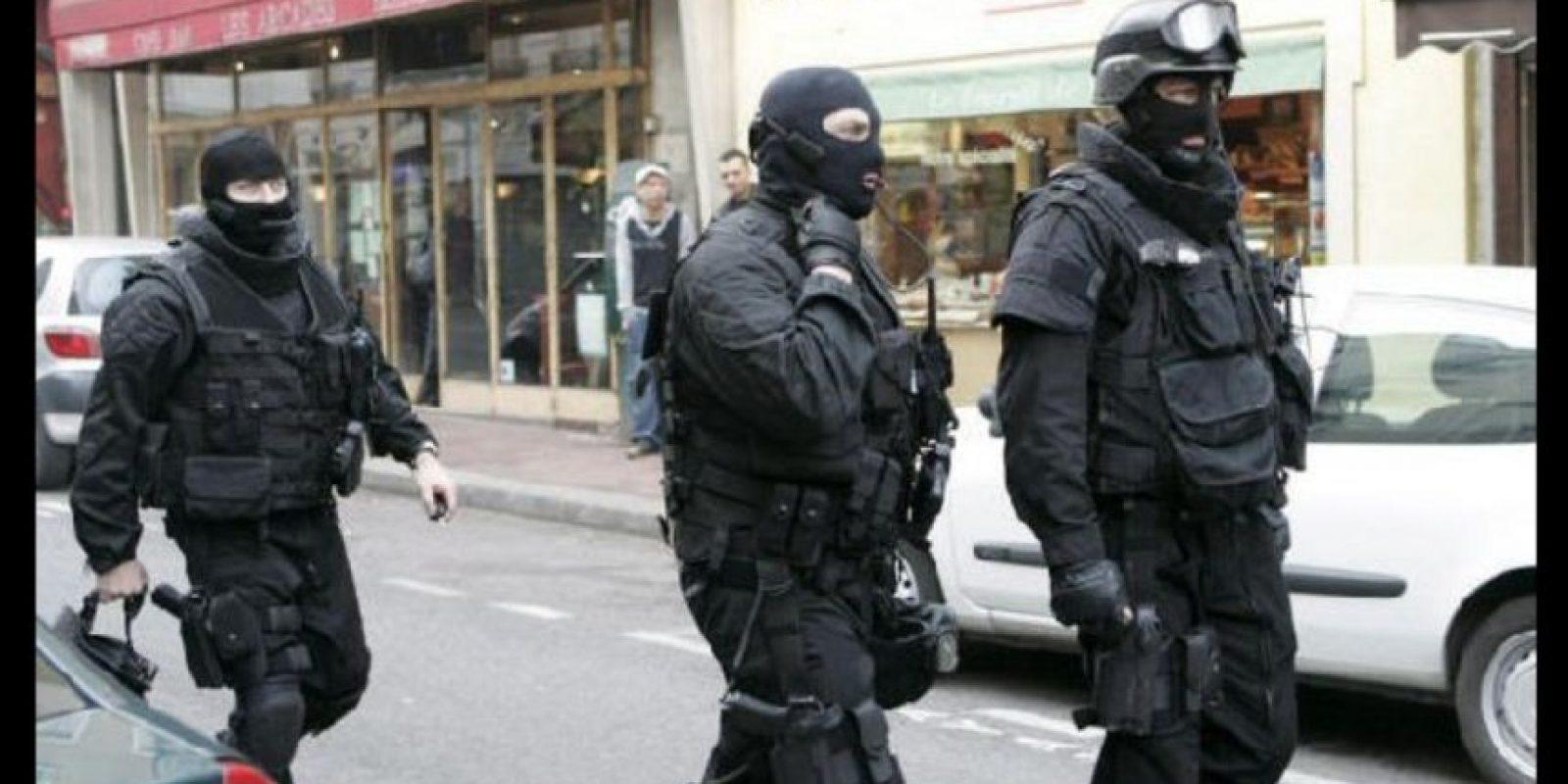 El agente Jeremy aseguró que en el lugar se encontraban tres terroristas. Foto:Vía facebook.com/BRI
