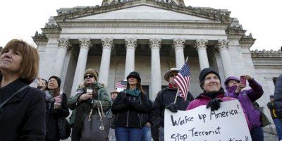 En Estados Unidos hubo gente que se manifesto a favor y en contra de los refugiados. Foto:AFP