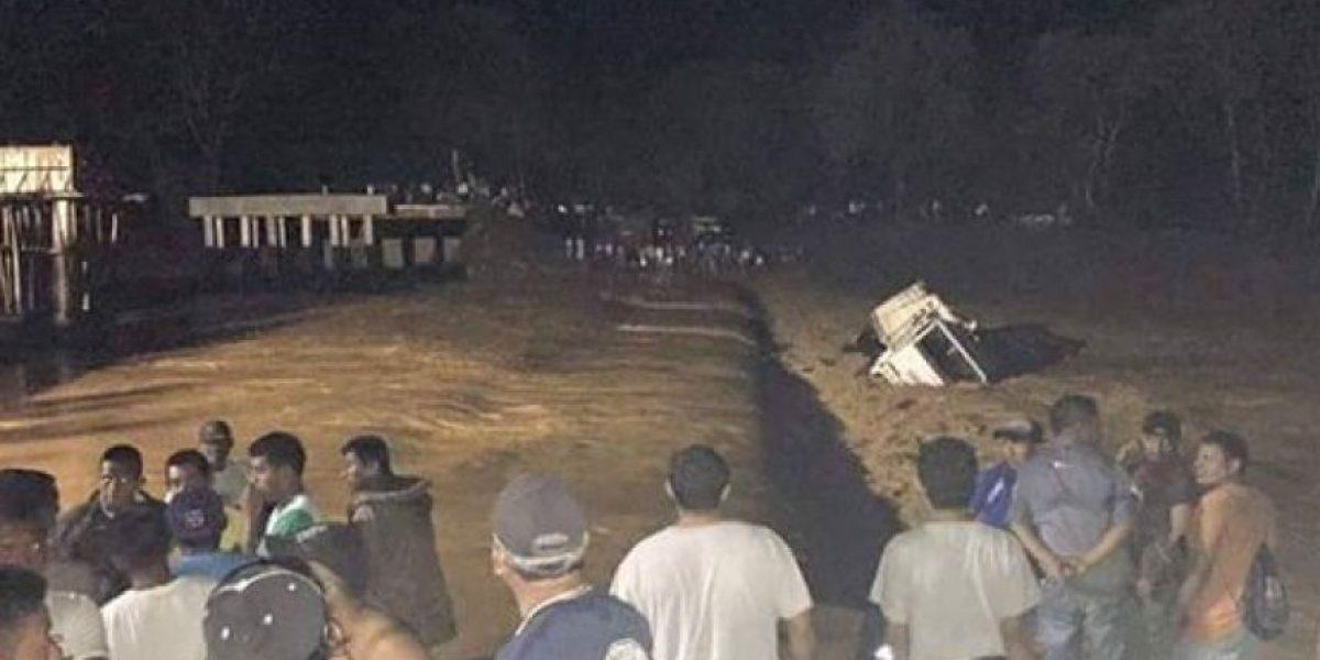 Varios civiles desaparecen en río de Izabal tras accidente de camión militar