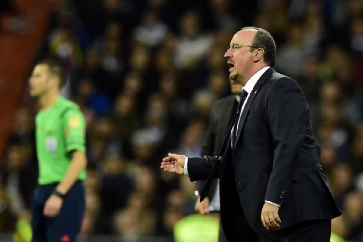 La derrota 0-4 contra el Barcelona no le costará el puesto a Benítez. Foto:AFP