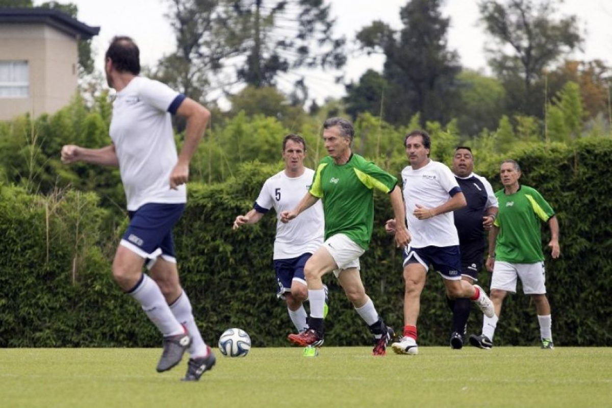También disputó un partido de fútbol con sus colaboradores Foto:AFP
