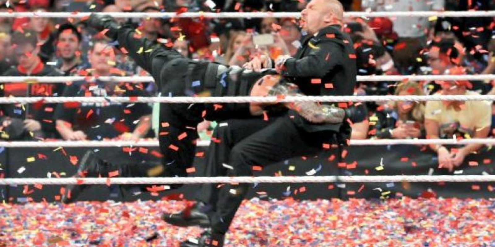 Roman atacó al Jefe de Operaciones Foto:WWE