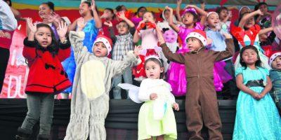 Los niños participaron en la grabación del anuncio. Foto:Oliver de Ros