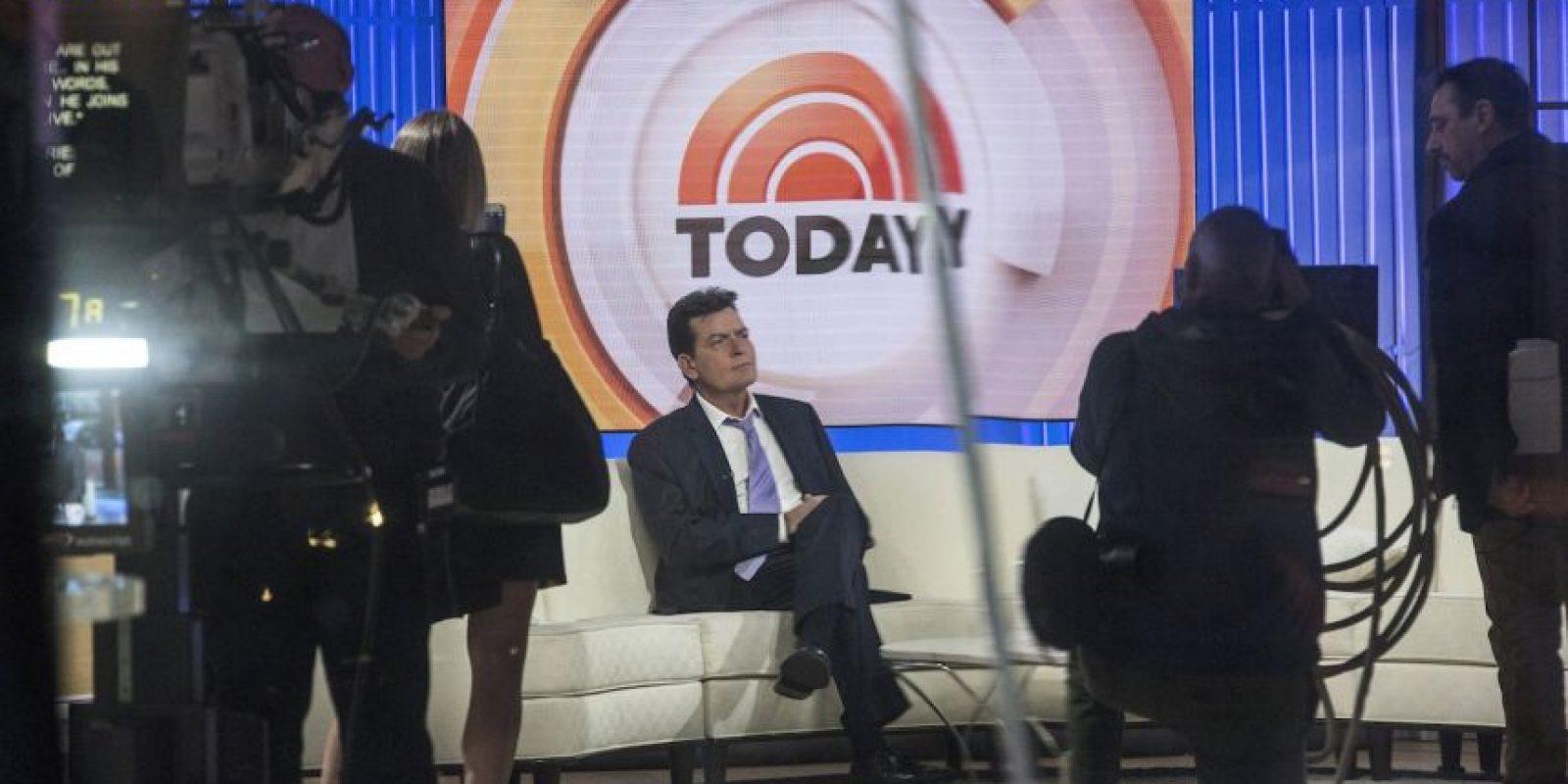 Luego de causar gran polémica, Charlie Sheen confesó ser el portador del virus de inmunodeficiencia humana. Foto:Getty Images
