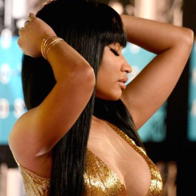 Minaj permaneció con una expresión de indiferencia y desagrado. Foto:Getty Images