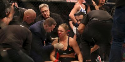Holly Holm terminó con la racha invicta de Ronda Rousey Foto:Getty Images