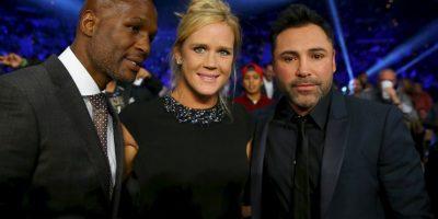 También se retrató con el boxeador Bernard Hopkins y el promotor Óscar de la Hoya Foto:Getty Images