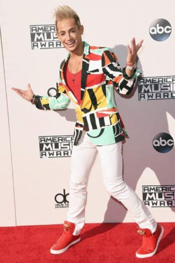 Frankie Grande recibiendo a las celebridades en los AMAs2015. Foto:Getty Images