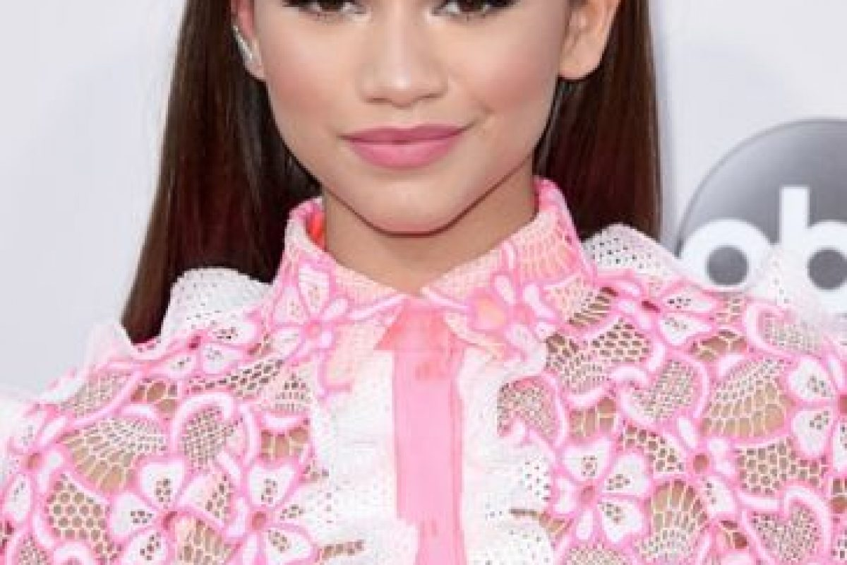 Zendaya con su outfit rosa pastel Foto: Getty Images