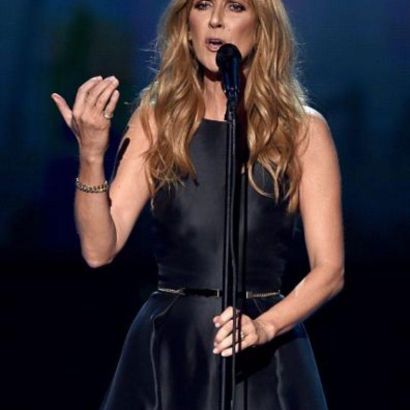 """Así lució Celine Dion en los AMAs al interpretar """"Hymne à L' Amour"""". Foto:Getty Images"""
