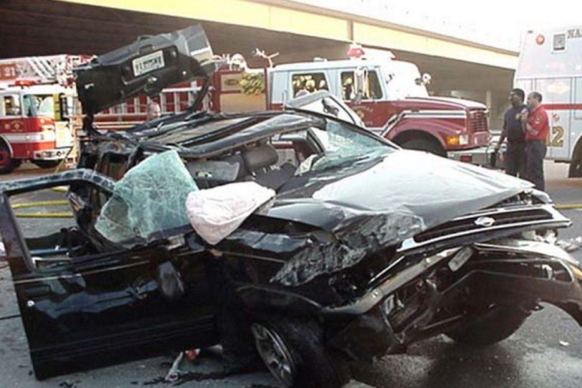 El uso del cinturón es primordial para no salir por el parabrisas del automóvil. El no llevar cinturón aumenta en un 300% la posibilidad de morir en un choque. Foto:Wikimedia