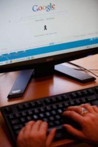 10- Enseñen a sus hijos los peligros en la red. Foto:Getty Images