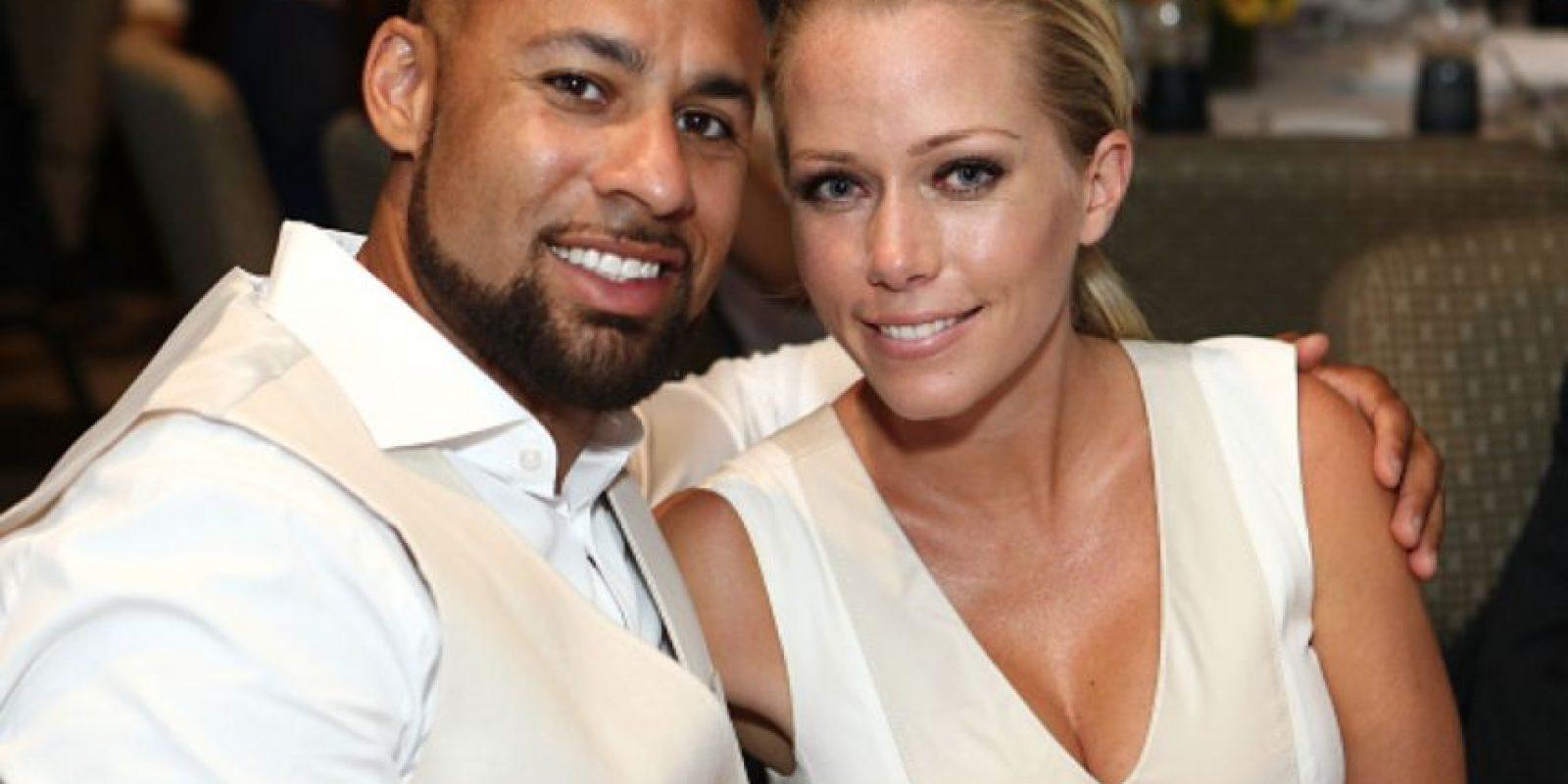Se dice que Hank Baskett engañó a Kendra Wilkinson con un transexual cuando ella estaba embarazada. Foto:vía Getty Images