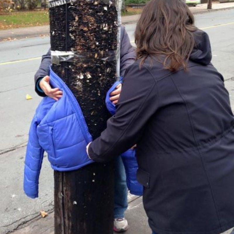"""""""No estoy perdido, si tú te encuentras fuera en el frío, por favor tómame para mantenerte abrigado"""". Foto:Vía Facebook/tara.smithatkins"""