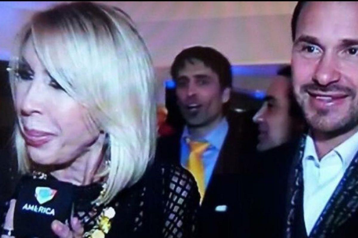 Lo acusaron de infidelidad, por lo que Laura sentó a Christian y lo increpó, como si fuese uno más de sus shows. Foto:vía Facebook/Christian Zuarez