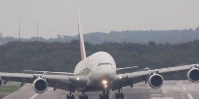 El aterrizaje del Airbus A380 fue controlado por un piloto de la aerolínea Emirates Foto:Vía Youtube