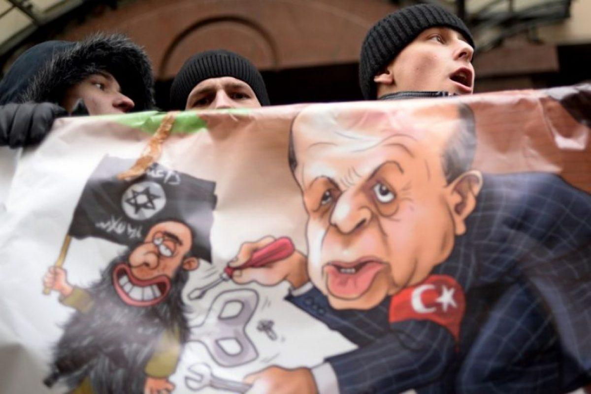 Manifestaciones en la embajada de Turquía en Rusia Foto:AFP