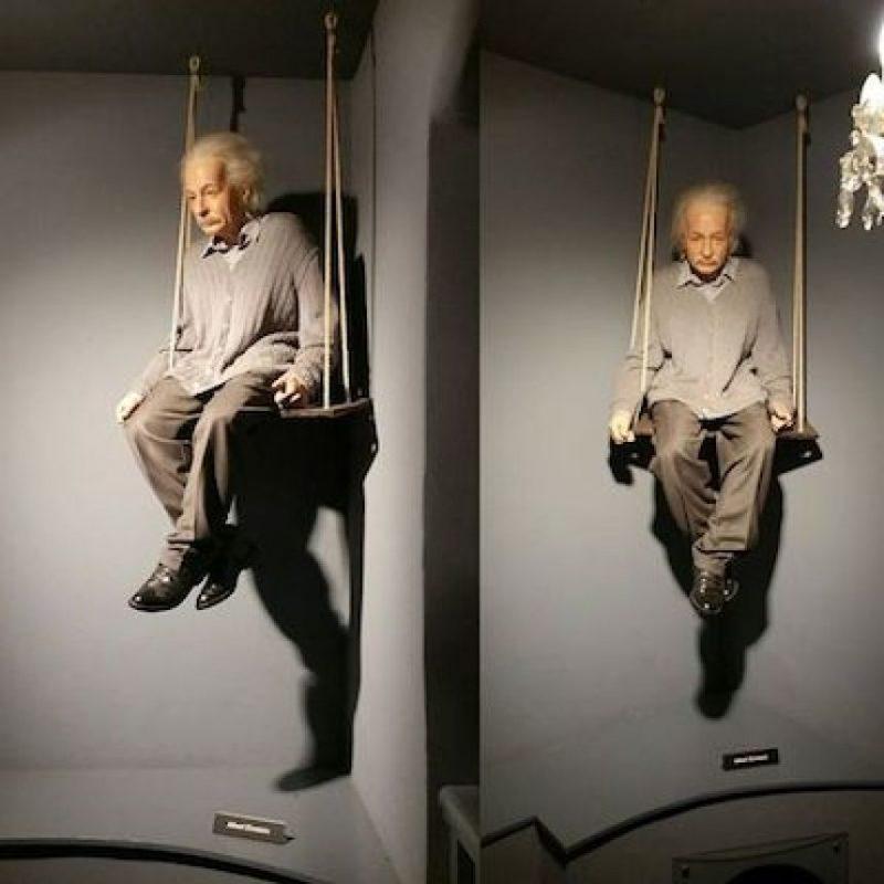 """Helen Dukas, su secretaria, confirmó que a Einstein le molestaba usar calcetines: """"No los usó ni para ir a la Casa Blanca"""". Foto:Instagram.com/explore/tags/einstein/"""