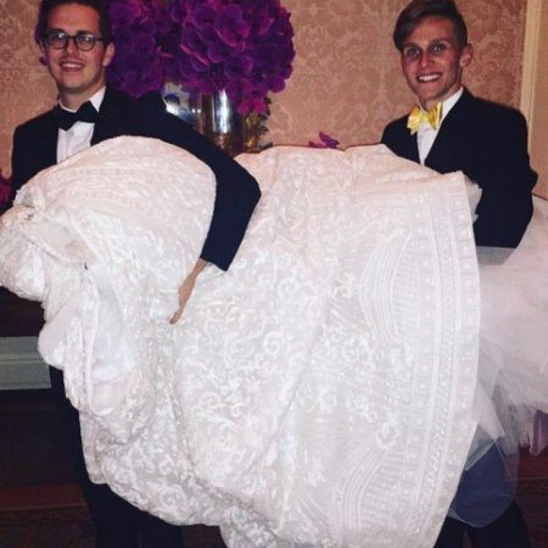 El vestido contaba con un cola desmontable Foto:Instagram/sofiavergara