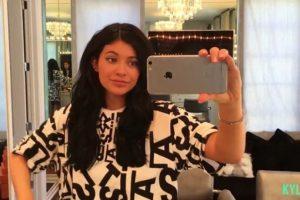 Kylie comienza hidratando su cara con la crema Benefit's Total Moisture, la cual tiene un costo de 20 dólares. Foto:www.thekyliejenner.com