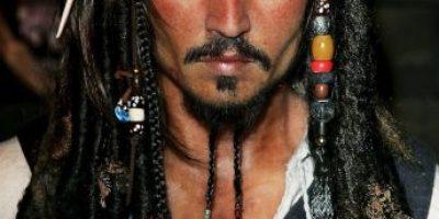 Mujer gasta 6 mil dólares para parecerse a Jack Sparrow