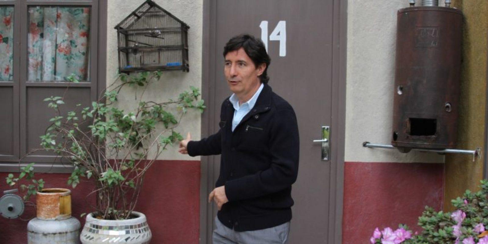 """Gómez Fernández en la puerta de """"Doña Florinda"""". Foto:Nicolás Corte"""