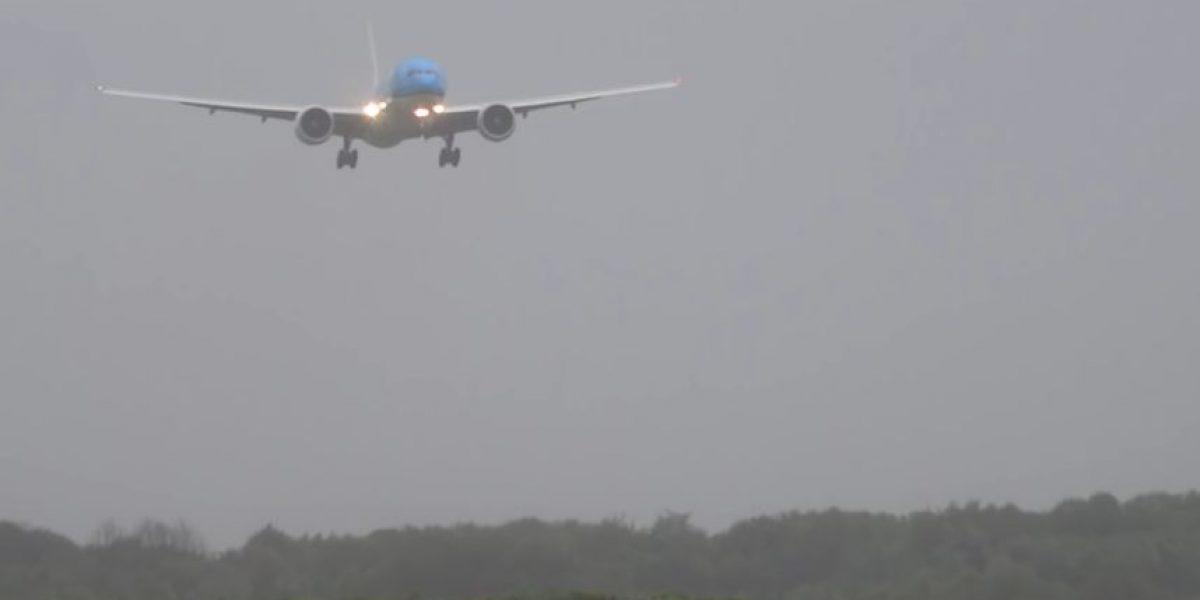 Impactante: Fuerte viento casi desata tragedia en aterrizaje de avión