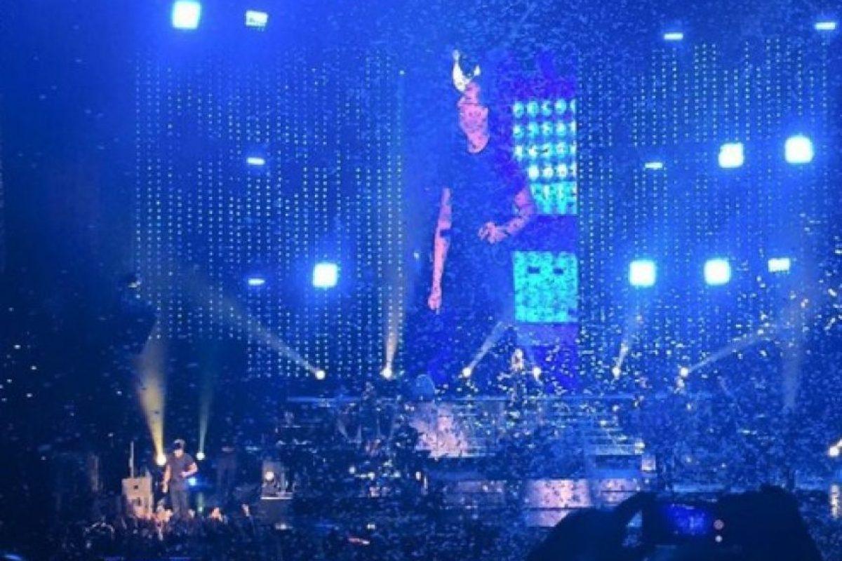 También en abril, Luis Miguel abandonó a su público luego de cantar tan solo 50 minutos sobre el escenario. Foto:vía twitter.com