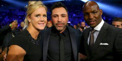 También convivió con el promotor Óscar de la Hoya y el boxeador Bernard Hopkins Foto:Getty Images