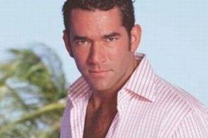 """Eduardo Santamarina era """"Alejandro Cárdenas"""", quien se casa con """"Maribel"""" luego de ser manipulado y casi arruinado por """"Rubí"""". Foto:vía Televisa"""